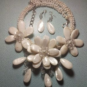 Jewelry - Oyster white statement necklace & earrings set